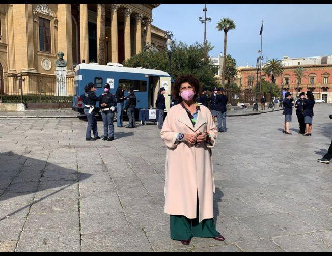 Tina Montinaro in piazza Verdi a Palermo,